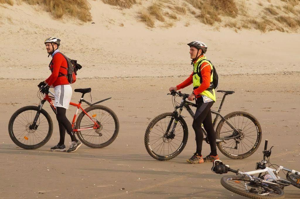 deux participants au touquet raid pas de calais sur le sable de la plage de touquet